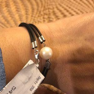 Freshwater pearl/Genuine leather bracelet